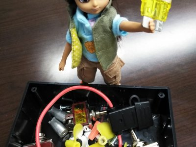 2.	Lottie helping to build and pack remotely operated underwater vehicle kits for students at the University of Washington, USA, with Erica Moulton